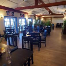 Waterfront Bar & Lounge 8